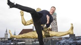 57-letni Jean-Claude Van Damme wciąż jest sprawny i gibki