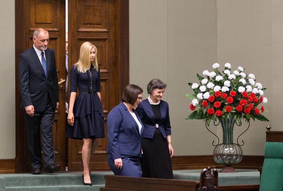 Sukienki Kingi Dudy na zaprzysiężeniu Andrzeja Dudy