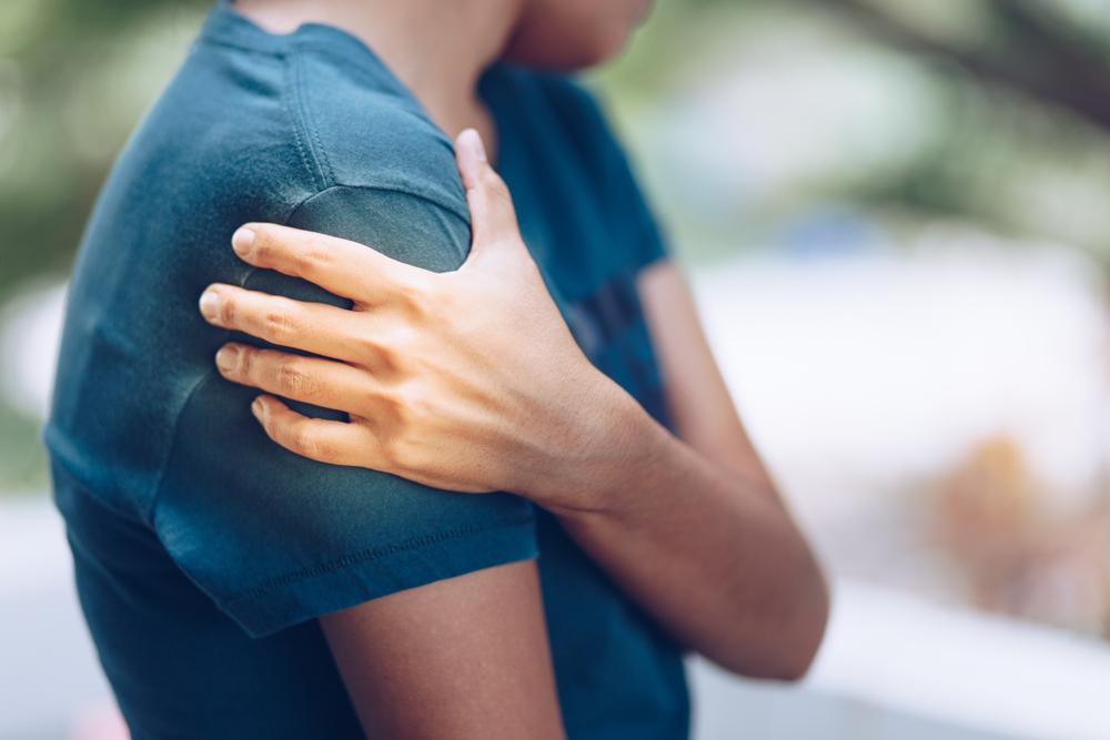 súlyos éles fájdalom a vállízületben