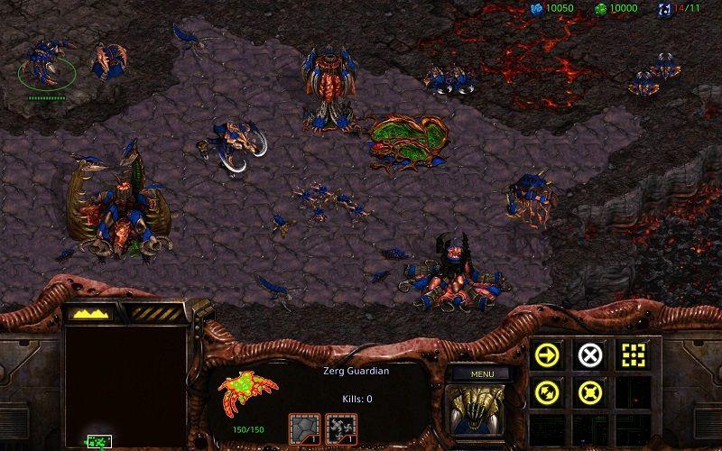 V hre sú prítomné tri hrateľné rasy – Terrania, Protossovia a Zergovia.