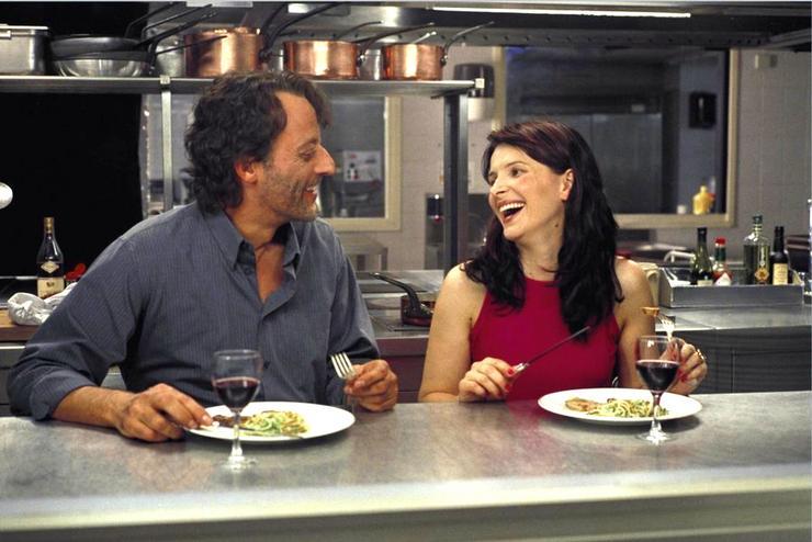 A Félix és Rose - Szerelmi légottban (2002) túlhajszolt mesterszakácsot játszik, akinek egyetlen közös vonása a vérbő sminkes kisasszonnyal (Juliette Binoche), hogy egyformán pechesek a szerelemben. (Fotó: RAS-archív)