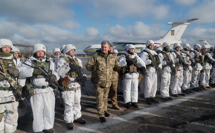 katonák Porosenkóval  / Fotó: MTI Szerhij Dolzsenko