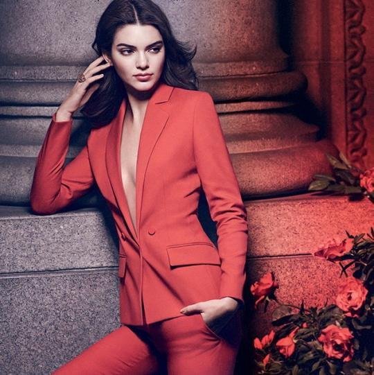 Jenner siostra kim kardashian w reklamie perfum modern muse vumag