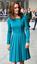Csodásan állt rajta ez a kék ruha.