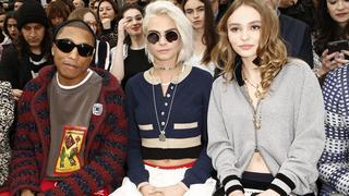 Stylizacje gwiazd podczas Paris Fashion Week