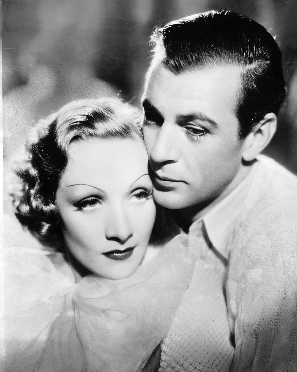 "Gary Cooper i Marlena Dietrich w filmie ""Pokusa"", 1936 rok"