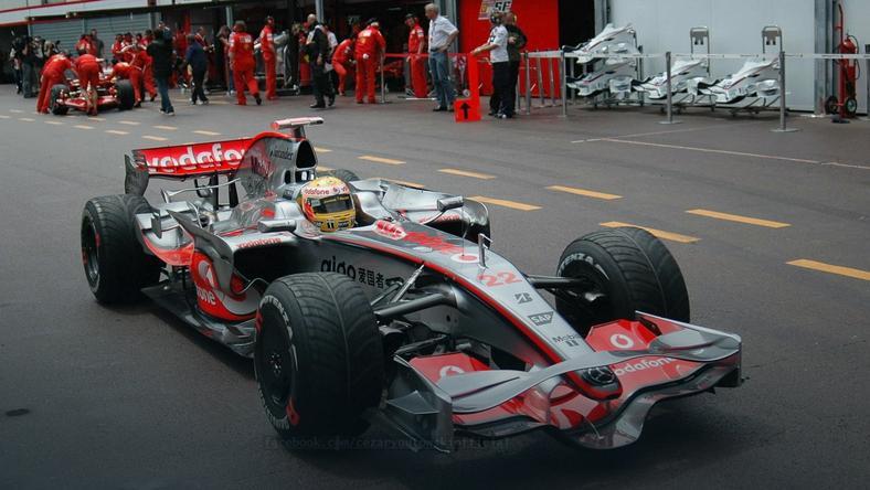 Lewis Hamilton w 2008 roku wygrałw Monako, choćnie on byłnajlepszy na torze. Po stracie tegorocznego zwycięstwa bilans się wyrównał., fot. www.facebook.com/cezarygutowskiofficial