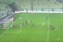 Lechia - Wisła P. (3:0): Paixao dobił gości na chwilę przed zejściem do szatni. Napastnik z bliska uderzył głową do pustej bramki