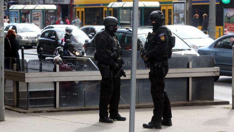 Állnak a férfiak -  ellepték Budapestet a TEK kommandósai Brüsszel után /Fotó: Weber Zsolt