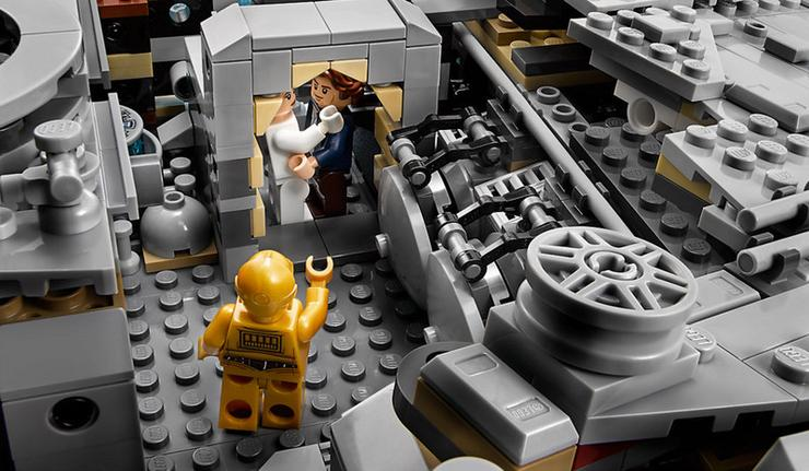 Minifigurák terén is megkapjuk a klasszikusokat: Han, Leia, Csuvi és C-3PO az eredeti szériából /Fotó: LEGO