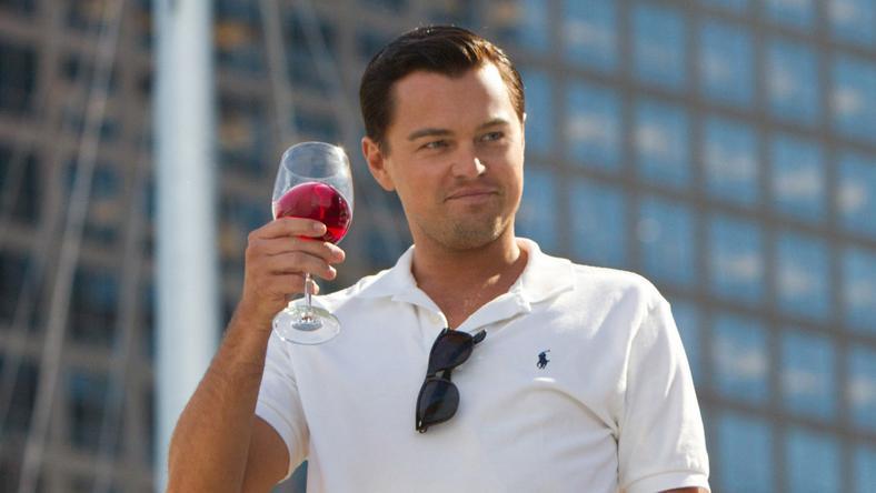 Csak egy pohár ital vagy függőség? (Részlet A Wall Street farkasa című filmből /Fotó: Northfoto