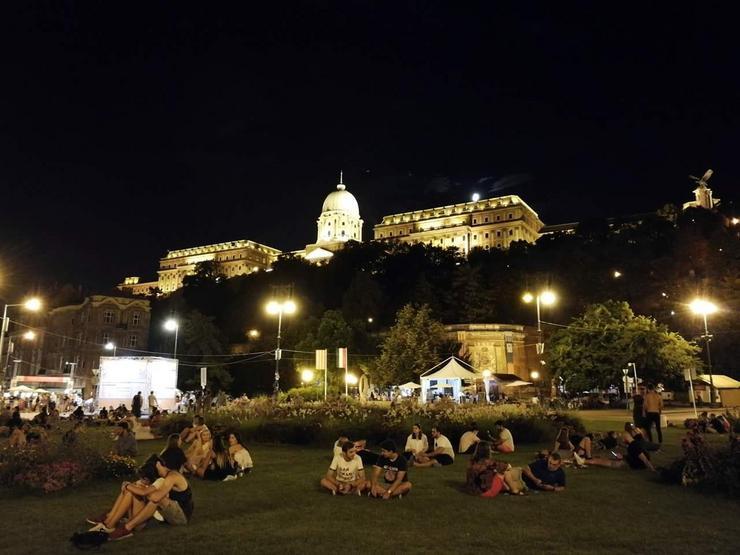 Zolnai Róbert pedig egy budapesti fotóval versenyzik