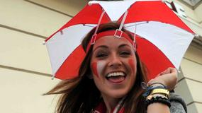 Biało-czerwoni kibice przed historycznym meczem