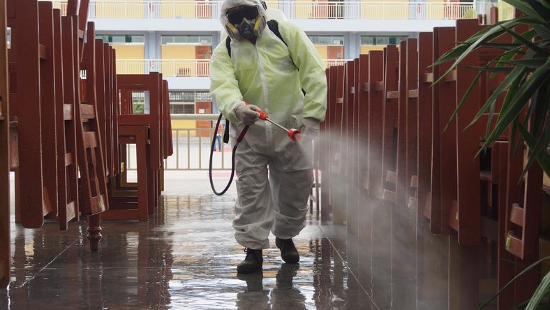 Egy iskolát fertőtlenítenek a veszélyes kór miatt / Fotó: Northfoto