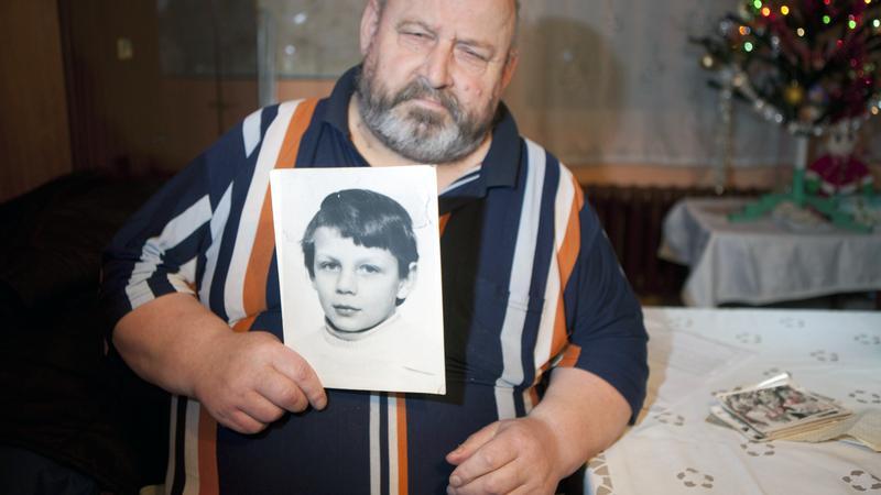 Stanisław Kaczmarek ze zdjęciem syna Krzysia
