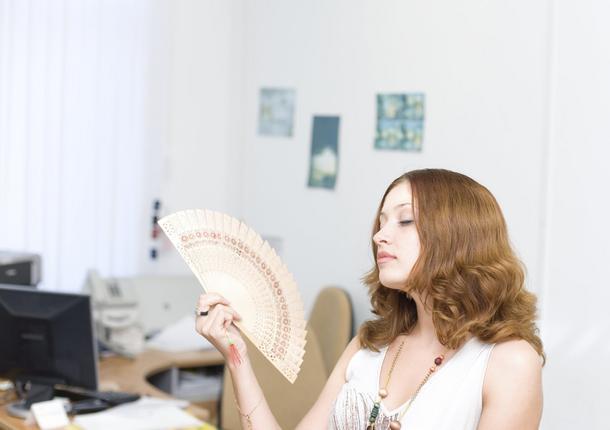 Cera a klimatyzacja: jak dbać o skórę gdy twoje biuro zmienia się w Biegun Północny