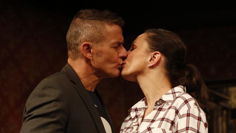 Nemcsak a színpadon, a kórházban is megcsókolták egymást / Fotó: Fuszek Gábor