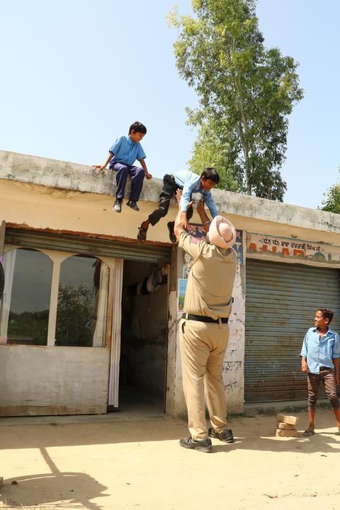Magassága miatt Jagdeep Singh az egyenruháját saját szabójával varratta/Fotó: Northfoto