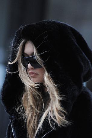 Best Look: Gigi Hadid w bluzie Rihanna Fenty x Puma