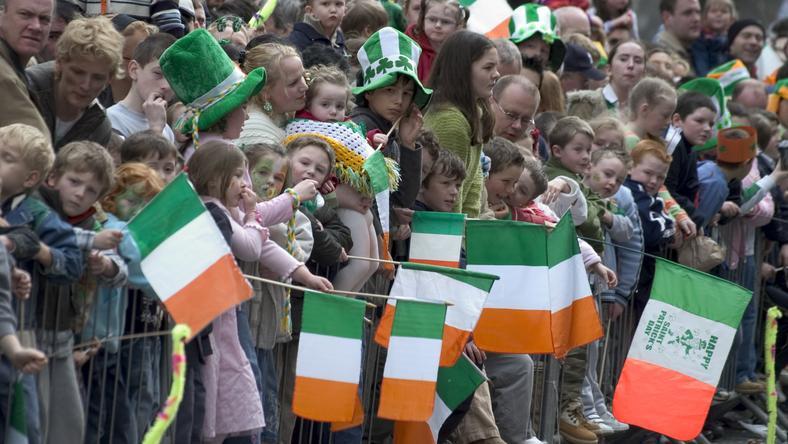 Több ezer ember ünnepel St. Patrick napján /Fotó: AFP