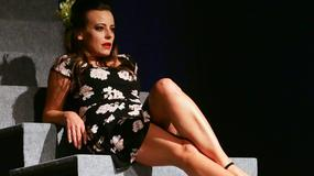 Anna Mucha i jej zgrabne nogi w spektaklu