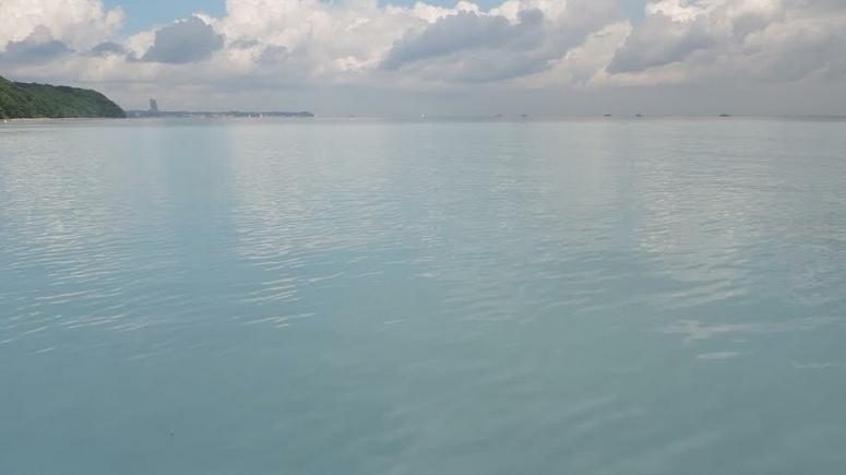 Химикаты в Балтийском море. Синее пятно величиной в несколько десятков метров – результат пожара в Гдыне
