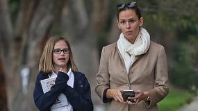 Jennifer Garner spaceruje bez makijażu z córką