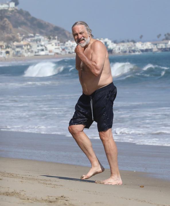 A színész nemrég a tengerparton nyaralt, akkor készült róla a fotó, még most is jó formában van / Fotó: Northfoto