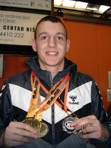 Nemanja Tadić najbolji srpski plivač sa invaliditetom