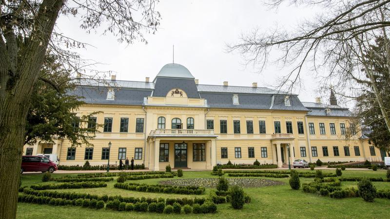 A felújított gyulai Almásy-kastély /  Fotó: MTI Rosta Tibor