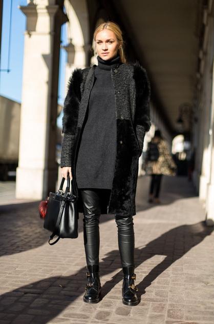 Męskie buty w damskiej stylizacji