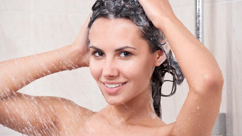 Azt gondolná, hogy a hajmosást nem lehet elrontani? Szakértők szerint mégis! / Fotó: Shutterstock
