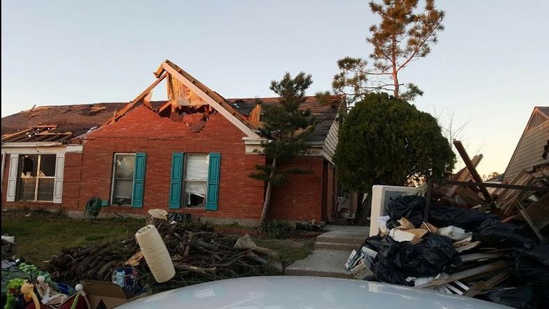 Bontás előtt így nézett ki a viharkárosult ház / Fotó: Twitter