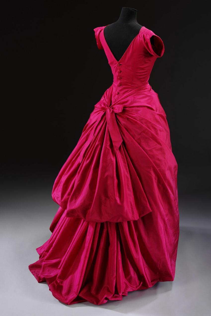 Suknia Christobala Balenciagi z 1955 r. będzie pokazana na wystawie w Victoria & Albert Museum