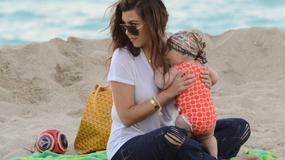 Kourtney Kardashian z rodziną na plaży