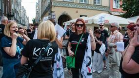"""Protest KOD w Gdańsku: Milczeli w obronie Trybunału. """"W Polsce może wydarzyć się coś podłego"""""""