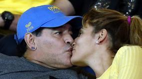 Maradona i jego ukochana nie szczędzą sobie czułości
