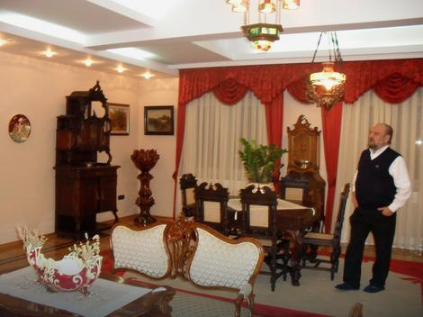 Vladika Vasilije Kačavenda u luksuznom Vladičanskom dvoru u Bijeljini