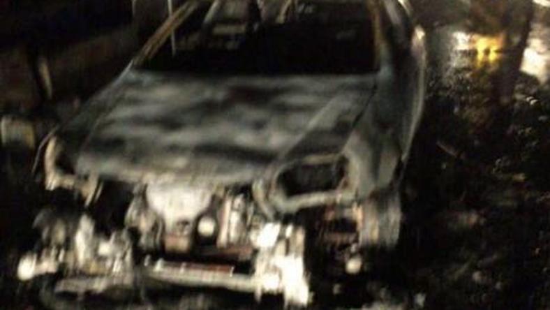 Autóba rejtett bomba robbant a bevásárlóközpont előtt / Fotó: Twitter