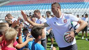 OBRADOVALA SE DECA Srpski fudbaleri se družili sa mališanima sa Kosmeta /FOTO/