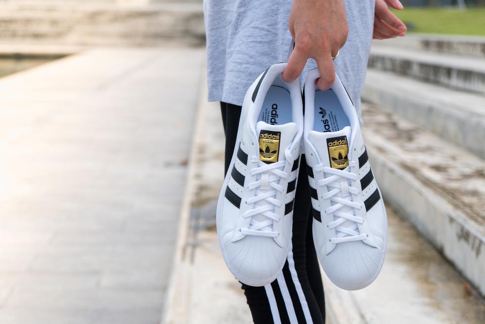 Adidas przegrał z dwoma paskami | Informacje