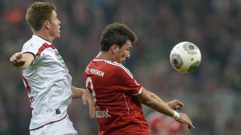 Orban (fehérben) itt éppen Mandzukic ellen küzd egy korábbi Német Kupa-mérkőzésen /Fotó: AFP