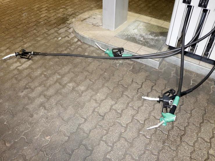 A férfi az üzemanyagot próbálta meggyújtani / Foto: Police