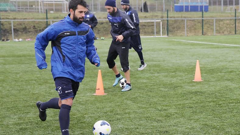 Cristian Portilla (labdával) korábban szerepelt a Honvédban is. Most Tatabányán focizik / Fotó: Grnák László