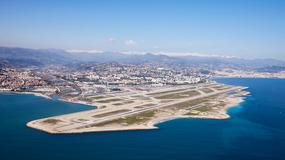 Ale widoki! Gdzie lądowanie zachwyca, czyli najpiękniej położone lotniska świata