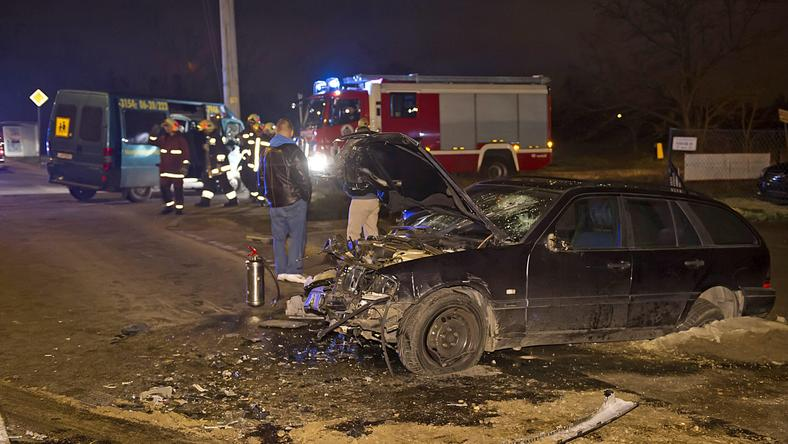 Négy járművel ütközött, mielőtt a mikróbuszba csapódott / Fotó: MTI Lakatos Péter
