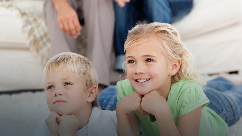 Dzieci uwielbiają oglądać bajki
