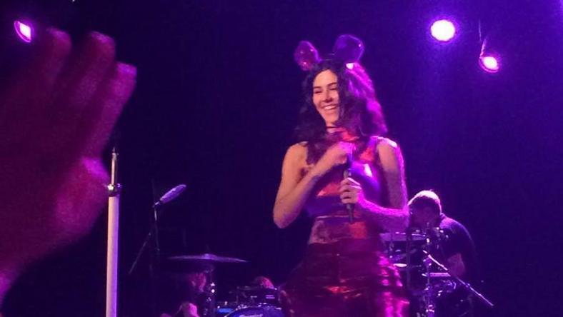 A Marina and the Diamonds koncertjén történt a több kérdést felvető eset