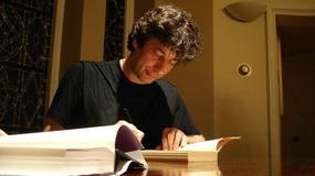 """Znani pisarze zbierają pieniądze dla autora """"Próby kwiatów"""" na walkę z rakiem"""