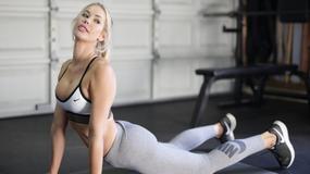"""Modelka """"Playboya"""" ćwiczy na siłowni"""